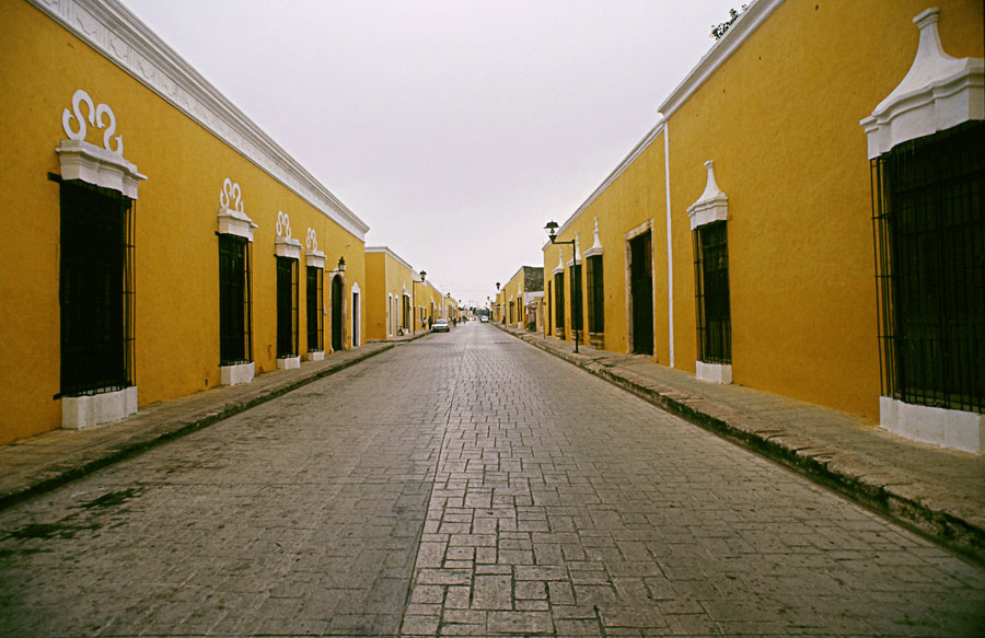 One of the many yellow streets of Izamel (Day 204)