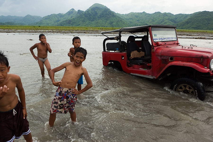 Mount Pinatubo jeep tours stuck in the river