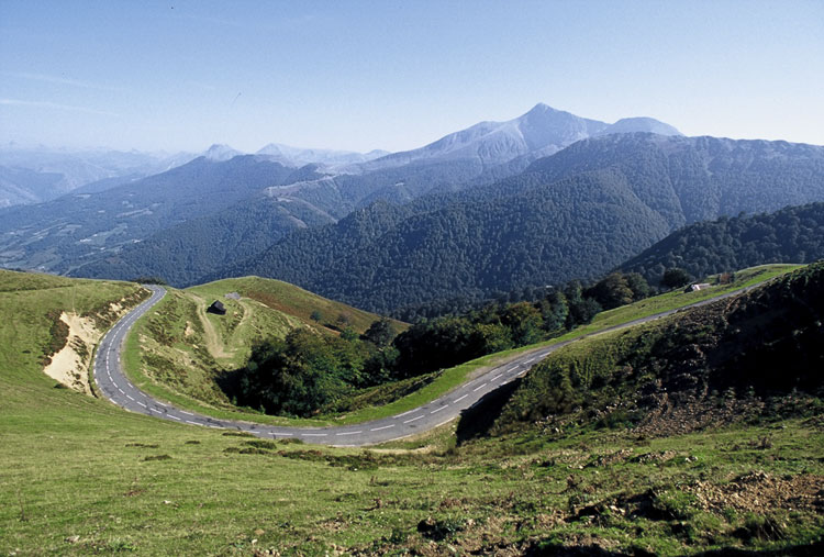 The French Pyrenees by bicycle touring