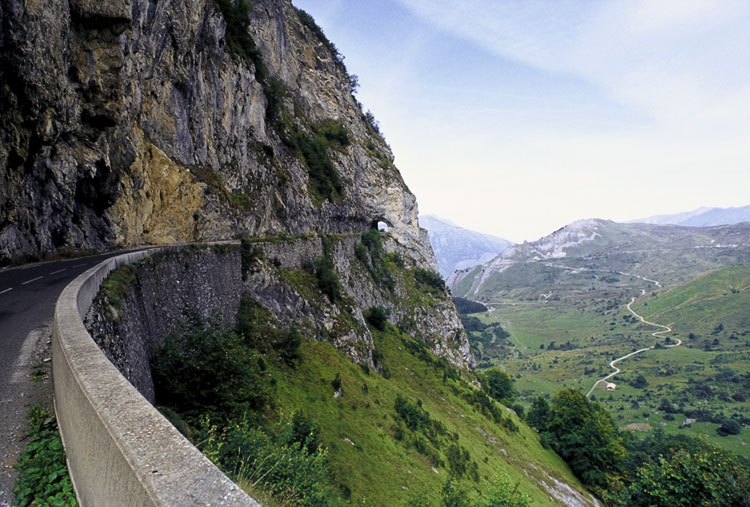 The tunnel between Col du Soulor and Col dAubisque [Day 7]